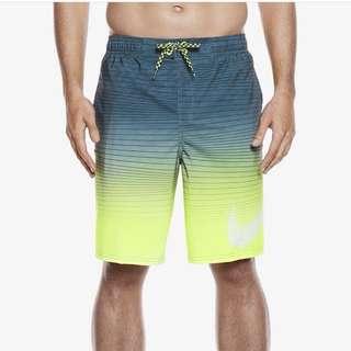 Celana pantai Nike
