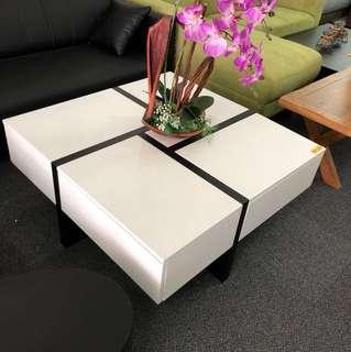 Coffee table (display set)