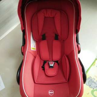 Preloved Car Seat / Baby Carrier merk BabyDoes 402