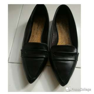 Flat shoes by Something borrowed