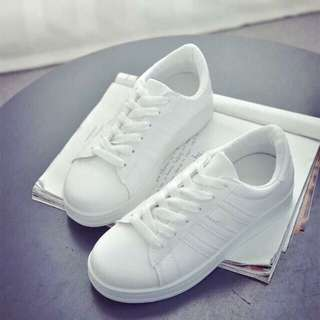 Brand new white sneakers high quality size 8