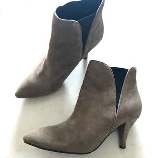 Vanilla Suite suede boots