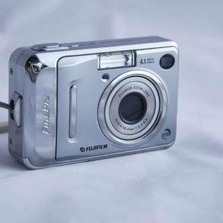 Vintage battery Fujiflim digital camera A400