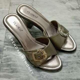 fladeo bronze green leather buckle heels