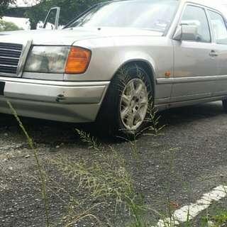 Mercedes benz 260E auto