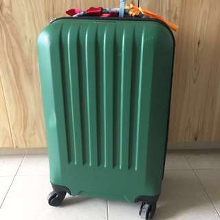 Luggage - 4 wheels & TSA lock!