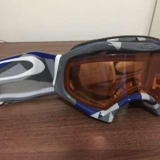 Oakley skiing goggle (blue white grey strap)
