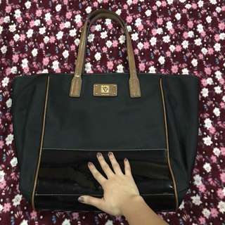 Anne Klein Bag with handle Flaw