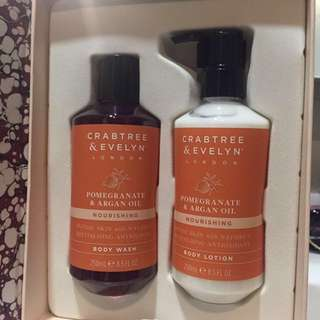 Crabtree and Evelyn Christmas gift set ( Body wash & lotion ) for sale !