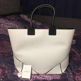 Givenchy White Large Bag 型格