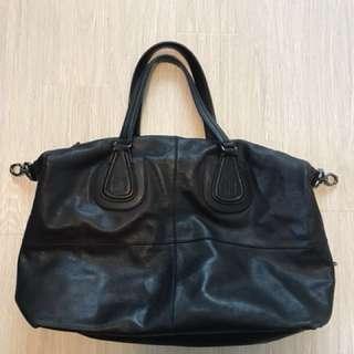 Givenchy 黑色皮手袋!男女均可!可上肩。特價1800 包順豐