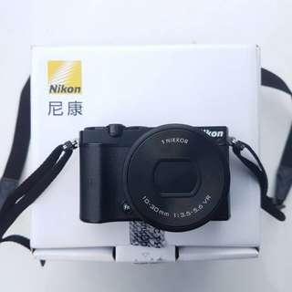 Mirrorless Camera: Nikon 1 J5