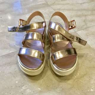 💥SALE💥 Aldo Strapped Sandals In Rose Gold