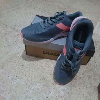 Sepatu Diadora ERASTO (grey/salmon)