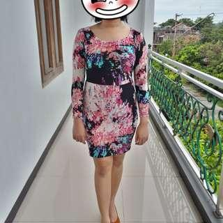 Dress abstrac motif