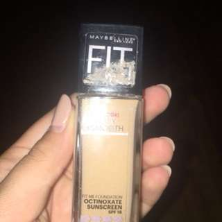 Maybelline fit me foundation: shade 220 natural beige