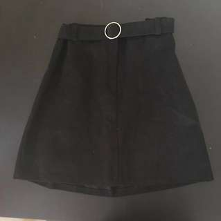Black skirt with belt (one size)