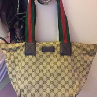Gucci 餃子袋