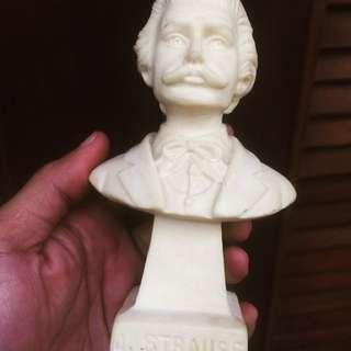 J. Strauss Statue