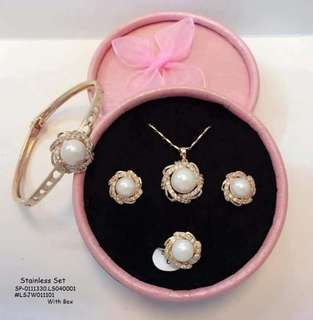 Stainless set with box ring size : 6,7,8