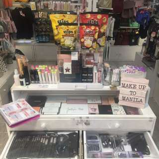 White Cosmetics/Accessories Table/Module