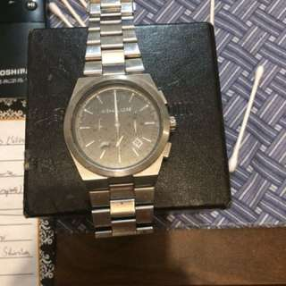 Men's stainless steel Michaels Kors watch pretty much brand new except few scratches on face, probably needs to get replaced.