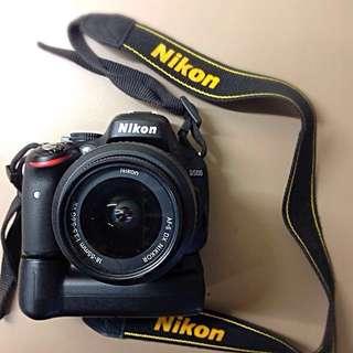 Nikon D5100 + battery grip (2 battery pack)