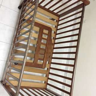 Baby cot to let go