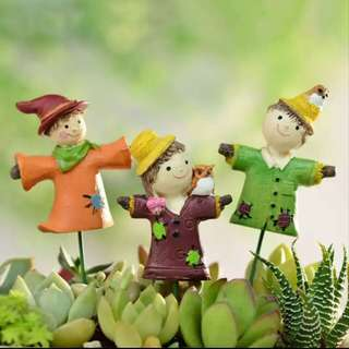 M16 Zakka Scarecrow Couple, Children, Buddies Miniatures on Stick