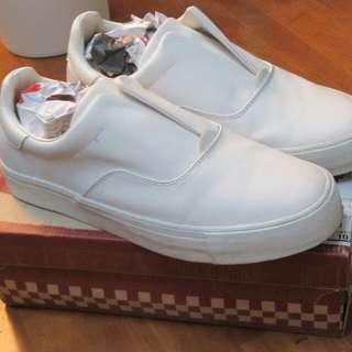 🚚 ZARA 休閒小白鞋 懶人鞋