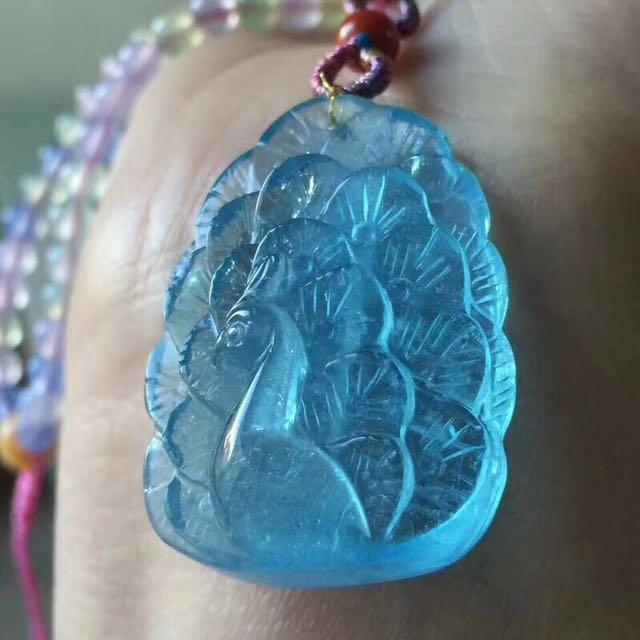 天然海藍寶近玻璃體💞孔雀吊墜,如鳳凰一般美麗高貴,象徵著權力、美麗與智慧,尺寸:32*24*11mm 此款屬於客製化