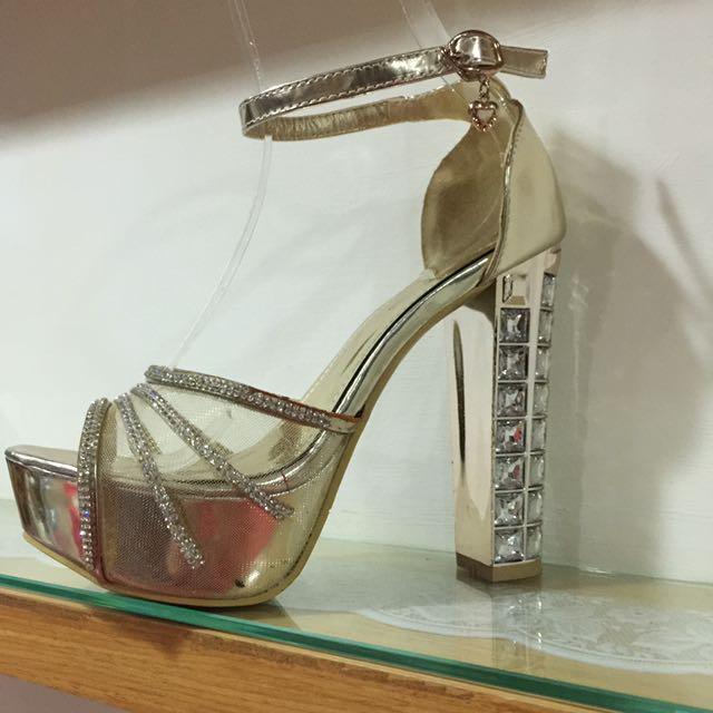 水鑽涼鞋(尺寸38)
