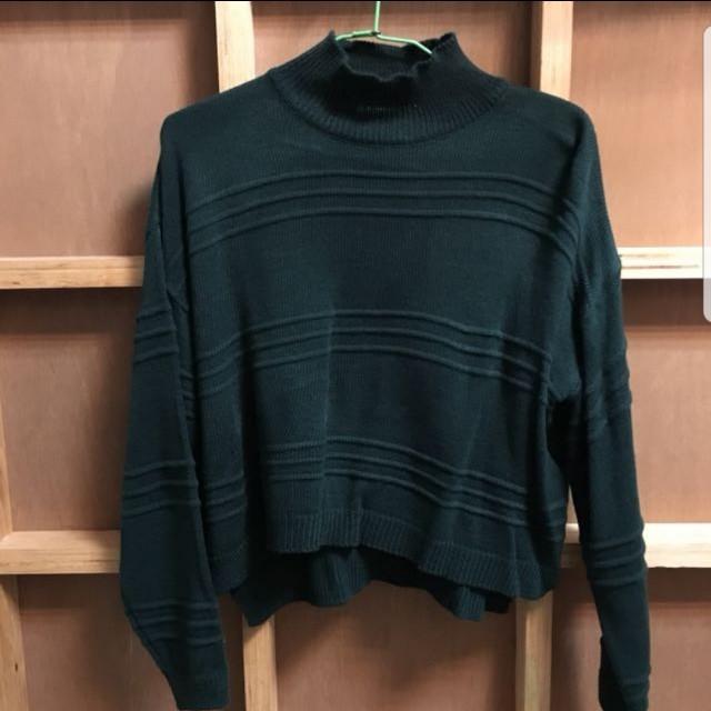 正韓國墨綠小高領短版針織上衣