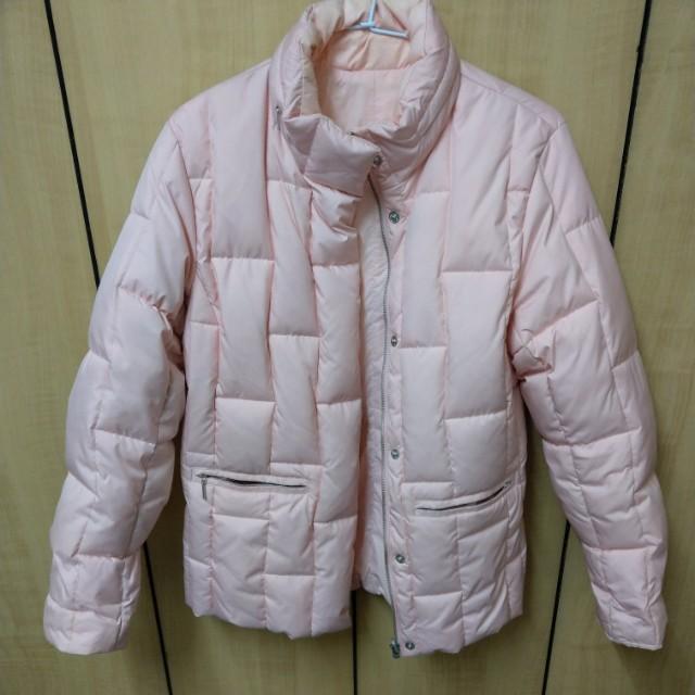 粉色羽絨外套