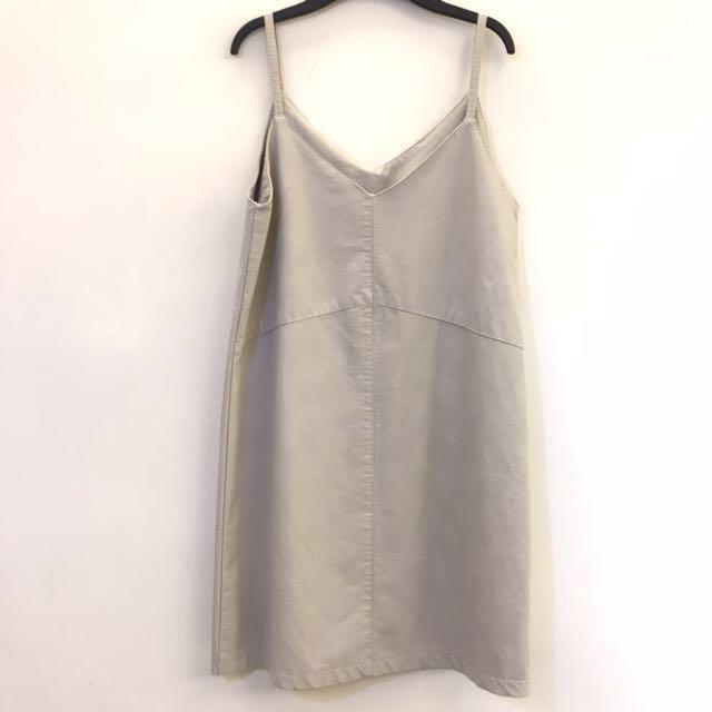 米白色 象牙白 細肩帶皮洋裝