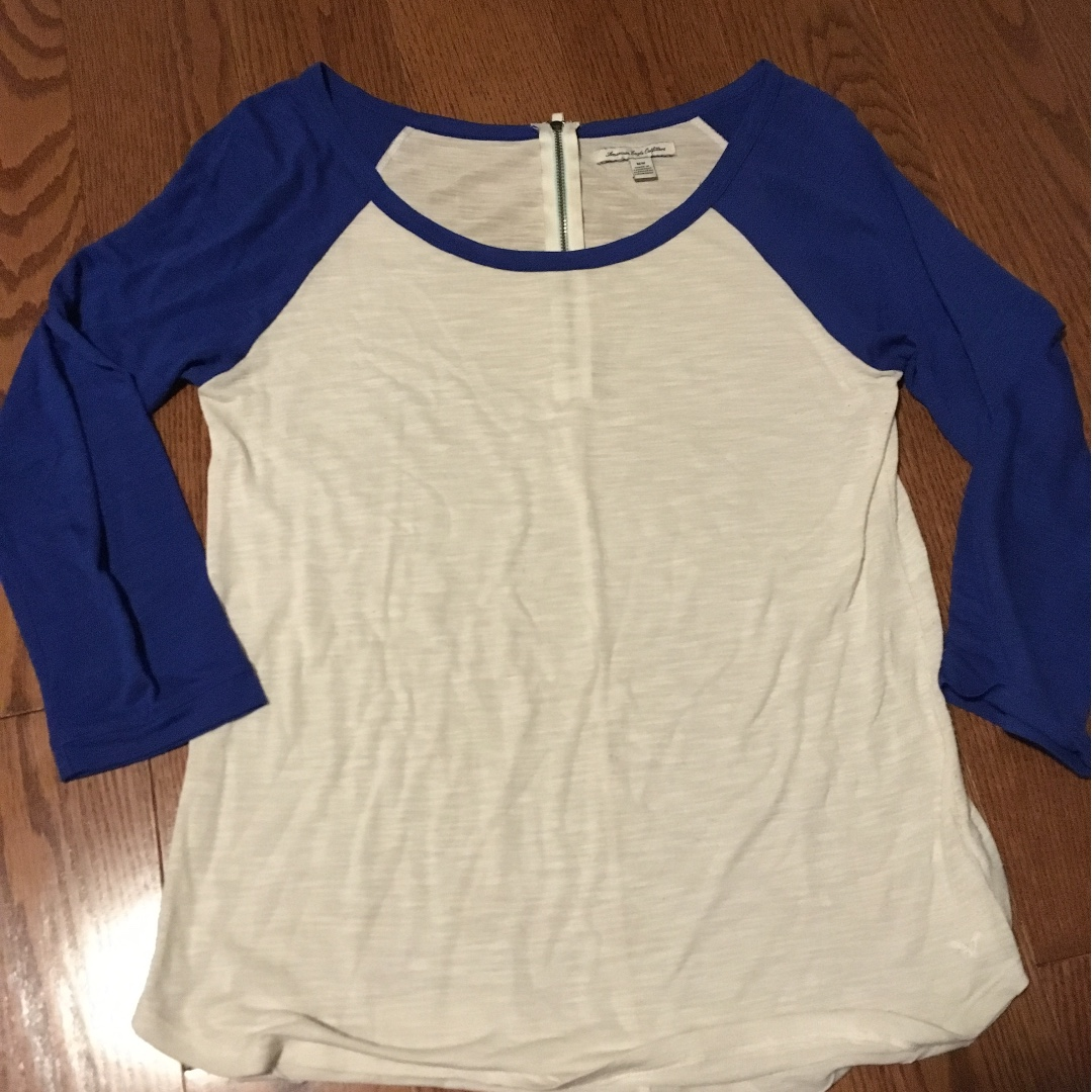 American eagle baseball tee, good condition size small
