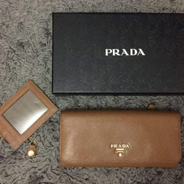 [AUTHENTIC] Prada Continental Leather Flap Wallet