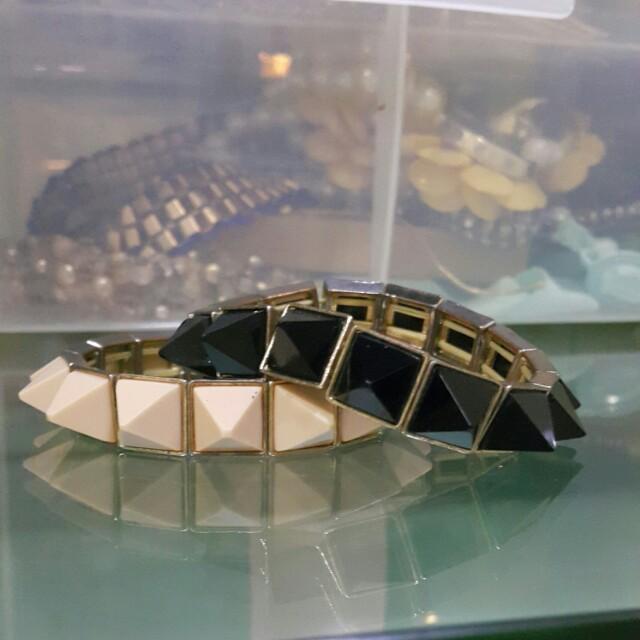 Bracelet spike