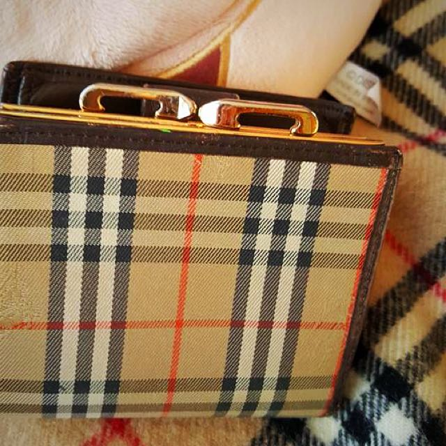 Burberry wallet 💯% Authentic