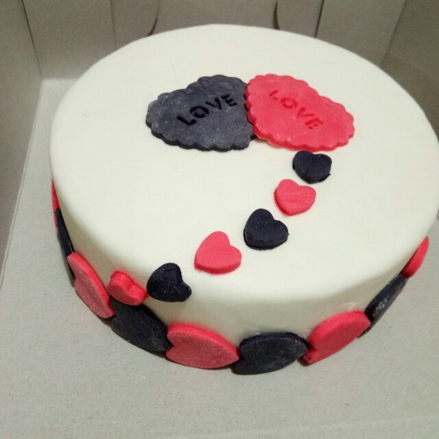 Costumized Fondant Cake (💕Sweetest Gift to your LOVED One's)