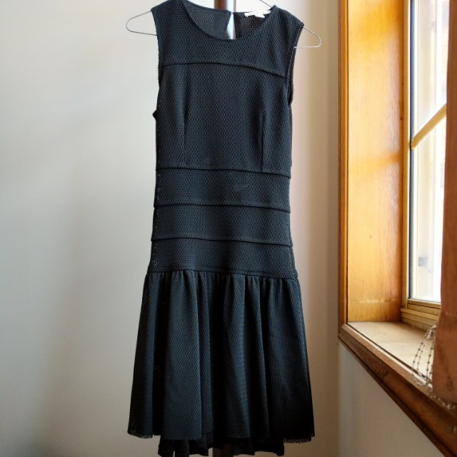 Country road, detailed dress