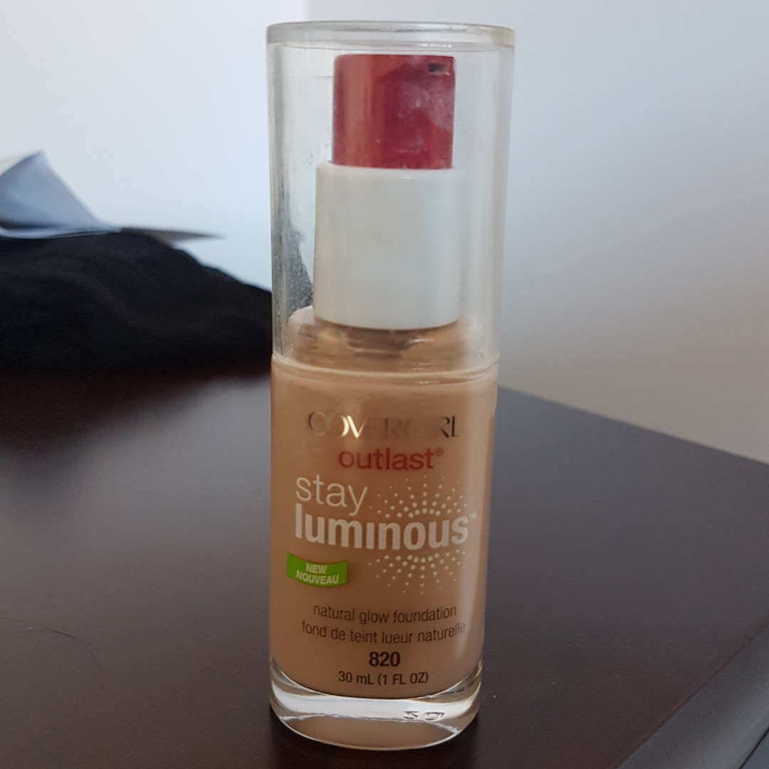 Covergirl Outlast Stay Luminous Foundation 30 mL  (820 Creamy Natural) and (825 Buff Beige)