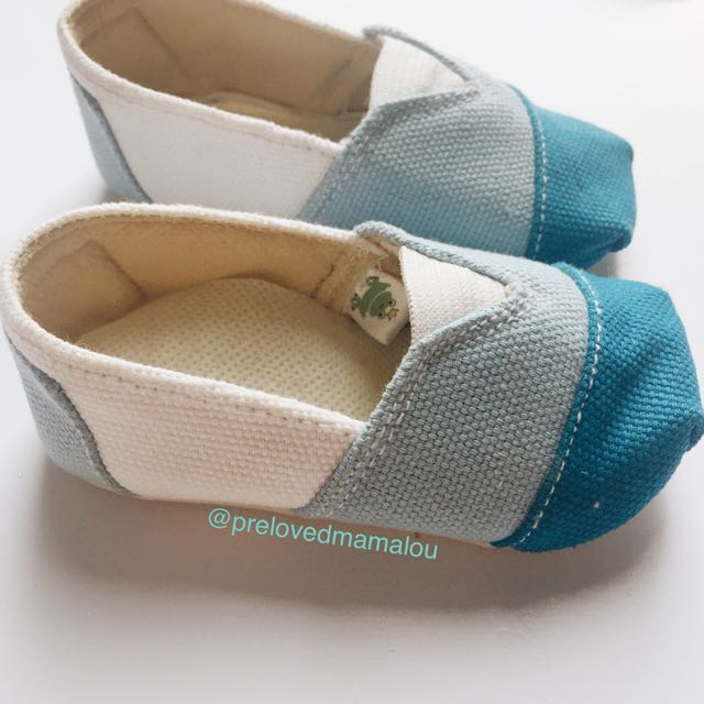 Freddie the frog wakai shoes / Baby blue shoes