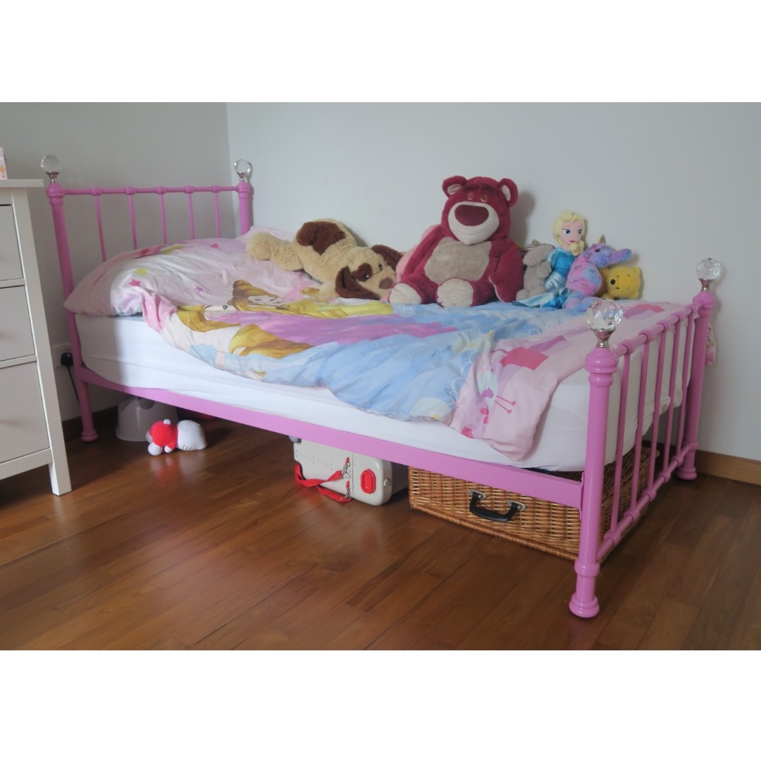 Picture of: Girls Kids Bed Frame Pink Furniture Beds Mattresses On Carousell