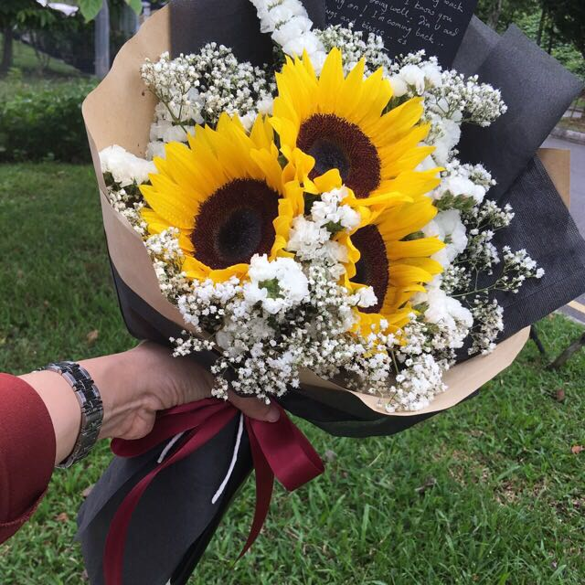 Graduation flowers bouquet, Gardening on Carousell
