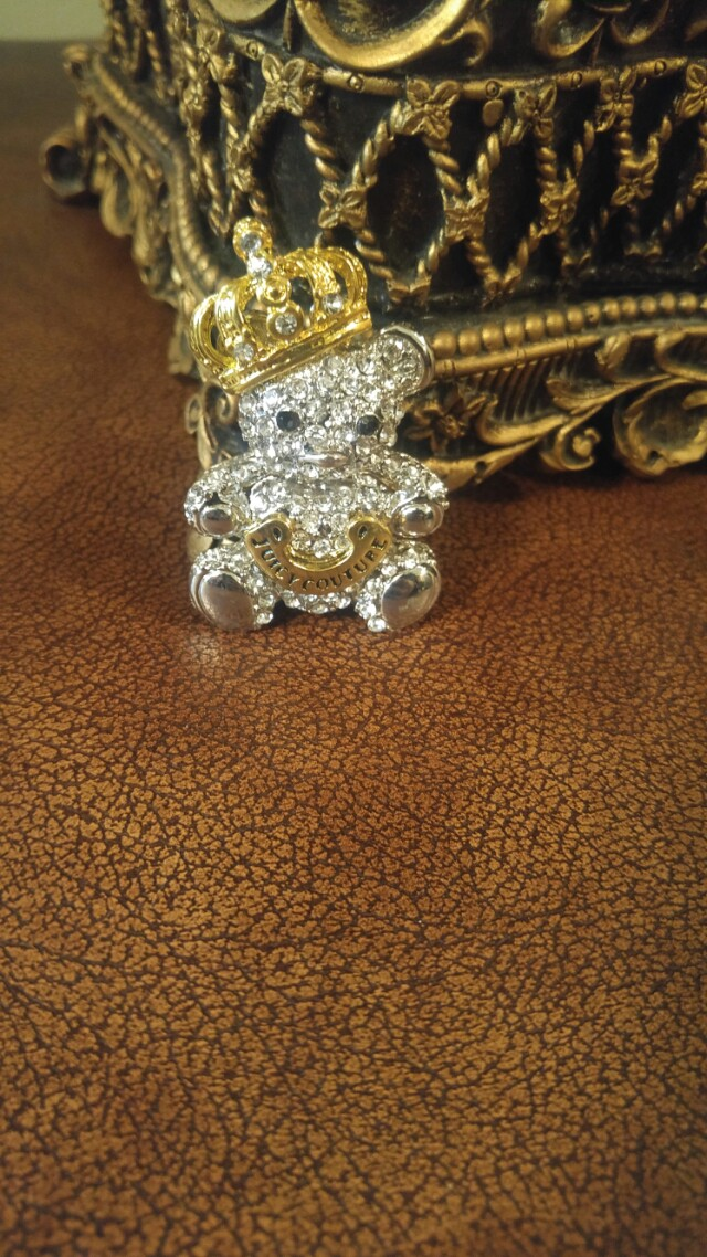 Juicy Couture bear king pendant