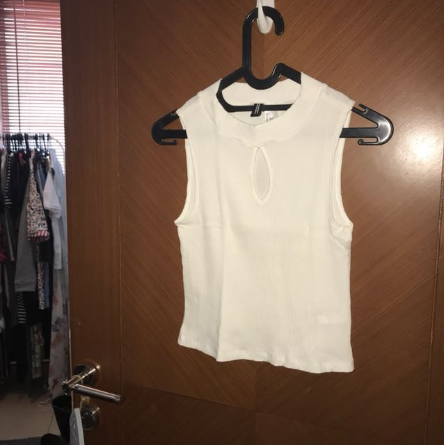 Like new! Crop tee divided H&M size s