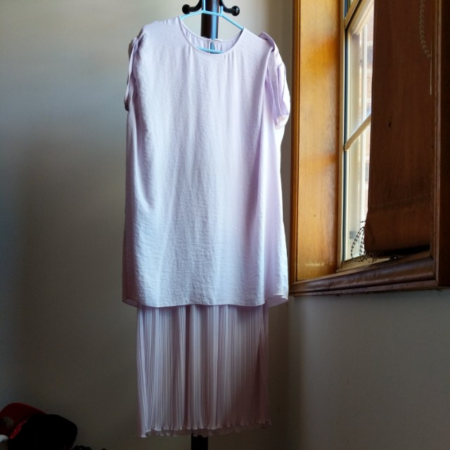 Lilac dress with sheer pleat