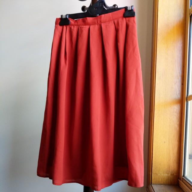 Midi skirt in burnt orange