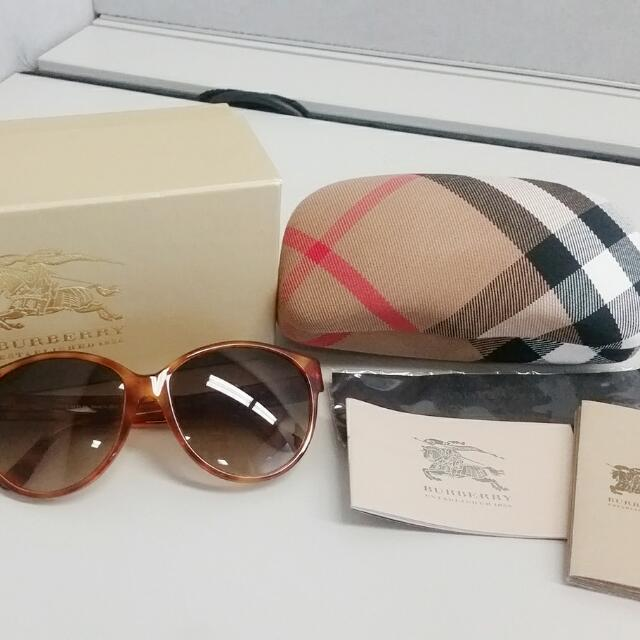 New Authentic Burberry Cat Eye Sunglasses RP$350